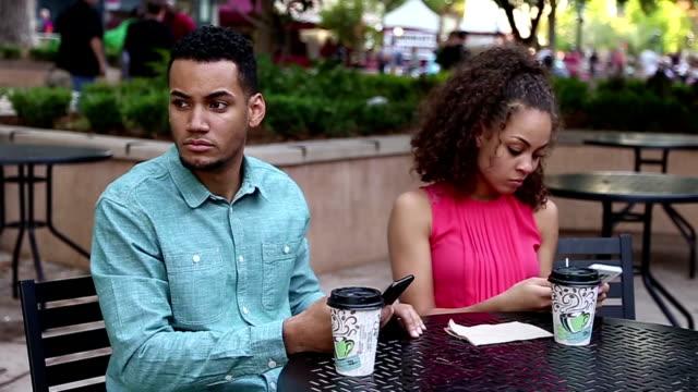 afryki amerykański para na zły dzień - cisza filmów i materiałów b-roll