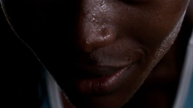african american female athlete - svett bildbanksvideor och videomaterial från bakom kulisserna