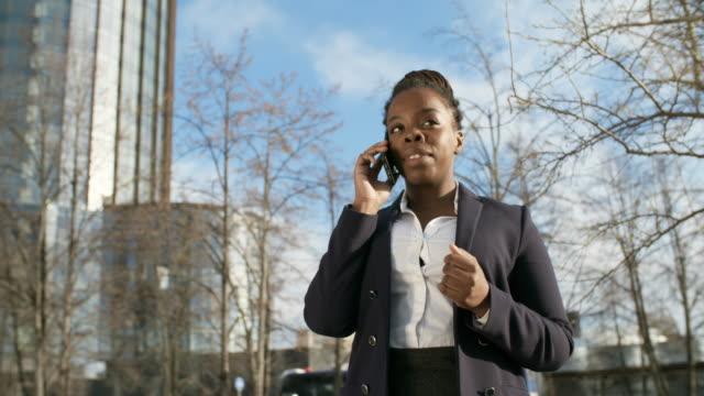 african business lady making call - call center стоковые видео и кадры b-roll