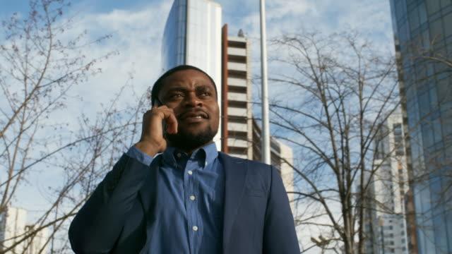 african businessman calling - call center стоковые видео и кадры b-roll