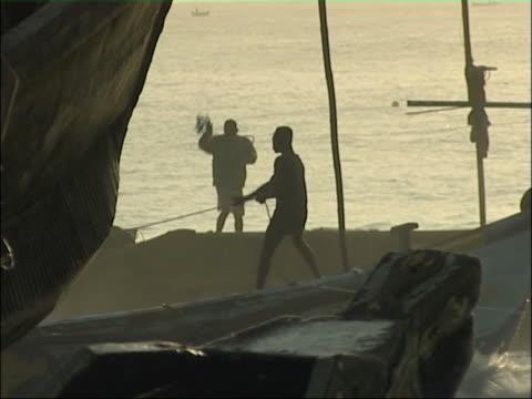 アフリカ海岸ます。 - 漁師 外人点の映像素材/bロール