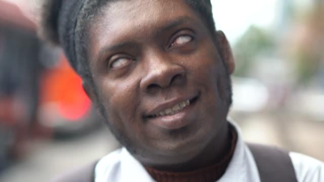 african ethnicity men making faces portrait - grimacing - conspiracy стоковые видео и кадры b-roll