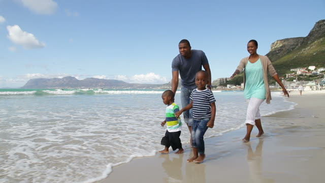 african family taking a walk on the beach - sydafrika bildbanksvideor och videomaterial från bakom kulisserna