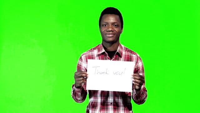 Homme africain avec Merci signer à la main - Vidéo