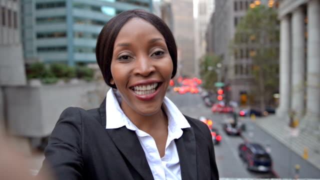 african-american businesswoman with selfie video pov - selfie стоковые видео и кадры b-roll