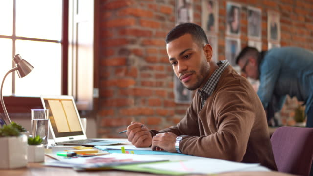 DS African-American man working in the startup office
