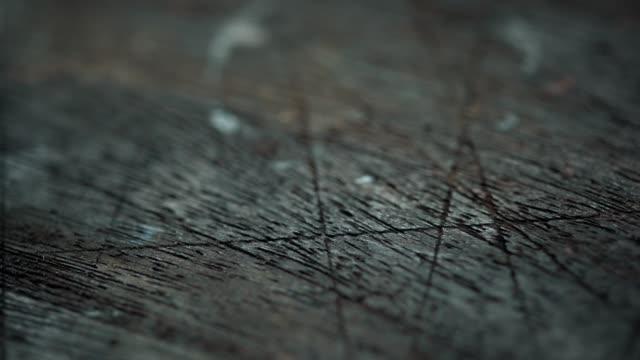 熟成した木材のクローズアップ。ドリーショット - 木目のビデオ点の映像素材/bロール