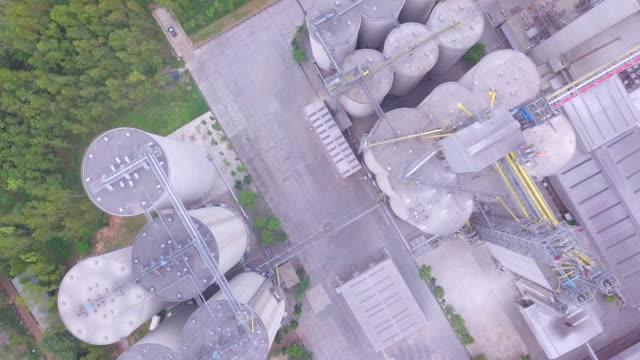 vidéos et rushes de grenier à blé moderne silo agricole - grange