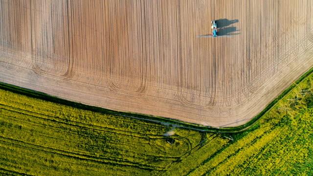 agricultural tractor spraying field with pesticides. - żywy inwentarz filmów i materiałów b-roll