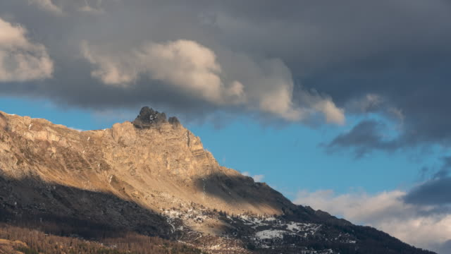 Aiguilles de Chabrieres and passing clouds in Winter. Time-lapse. Ecrins national Park, Hautes-Alpes, Alps, France - vídeo