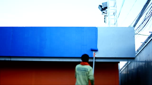 vídeos de stock e filmes b-roll de ainting a parede. - isolated house, exterior