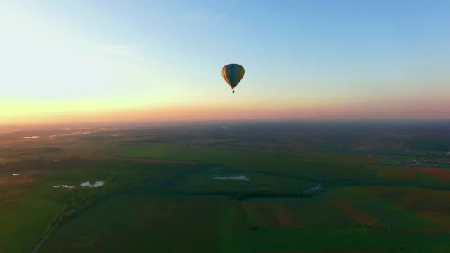 Air Balloon in flight at sunset takeoff air balloon at sunset, air balloons start fly from grass field at summer sunset hot air balloon stock videos & royalty-free footage