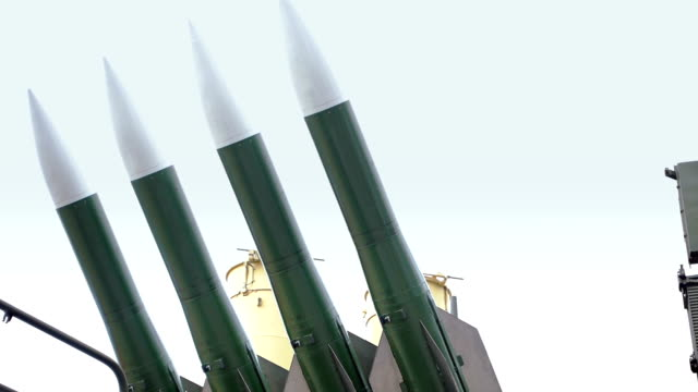 air defense missile system - waffe stock-videos und b-roll-filmmaterial