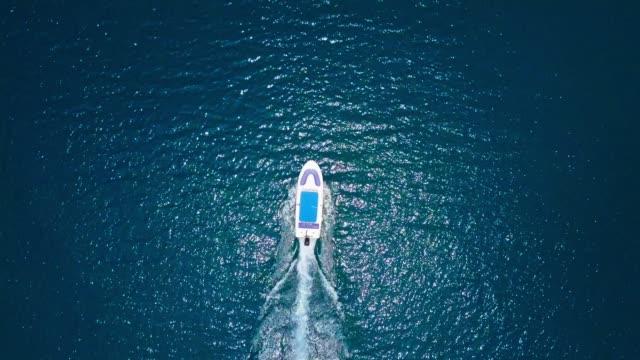 海のボートの上の空の飛行 - サムイ島点の映像素材/bロール