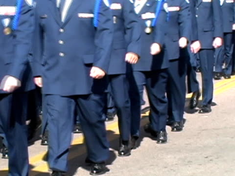 vídeos y material grabado en eventos de stock de rotc cadets marcha la fuerza aérea - air force
