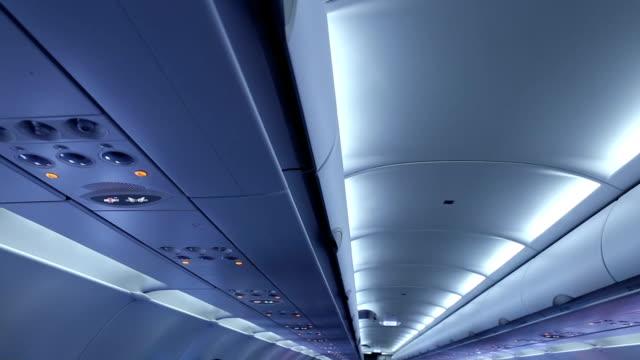 공기 버즘. - airplane seat 스톡 비디오 및 b-롤 화면