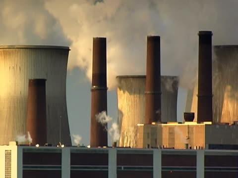 inquinamento dell'aria ntsc - attrezzatura energetica video stock e b–roll