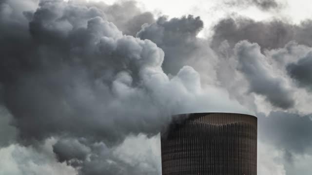 air pollution - smoke stack - дымоход стоковые видео и кадры b-roll