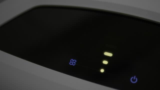 smart空気清浄機システムクリーニングダストpm 2.5汚染 - 清らか点の映像素材/bロール