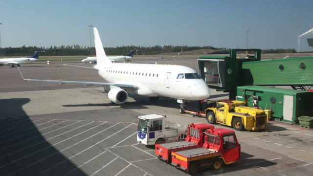 stockvideo's en b-roll-footage met airplane at airport with groundcrew - airport pickup