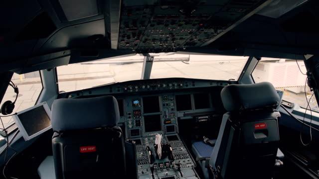 비행기 조종석 내부 - airplane seat 스톡 비디오 및 b-롤 화면