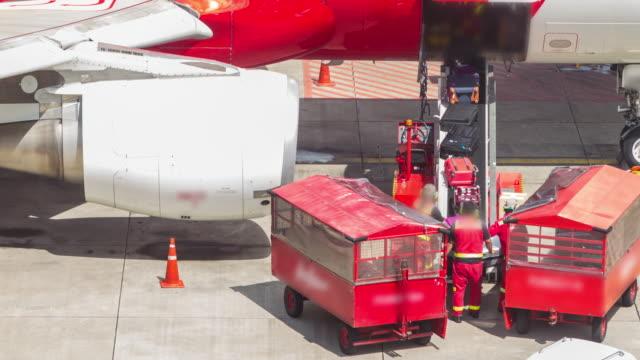 stockvideo's en b-roll-footage met vliegtuig vertrekken uit jetway dock, apple prores 422 (hq). - schiphol