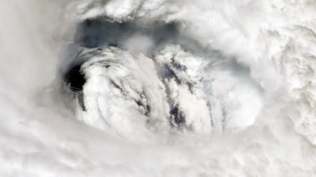 Airplane Flying Into Hurricane Dorian Through The Eye.