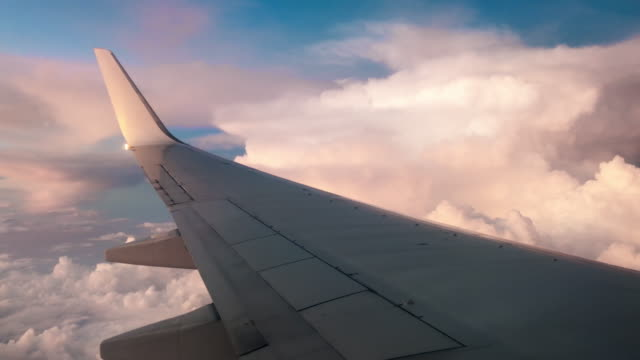 vídeos de stock e filmes b-roll de airplane flying into the storm - storm effects