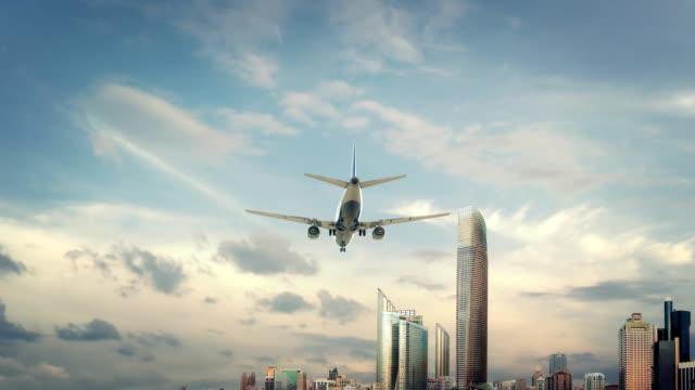 uçak iniş abu dhabi birleşik arap emirlikleri ikinci sürüm - abu dhabi stok videoları ve detay görüntü çekimi