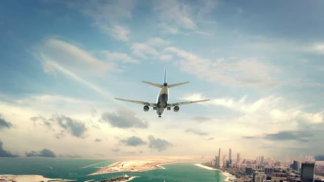 uçak iniş abu dhabi birleşik arap emirlikleri - abu dhabi stok videoları ve detay görüntü çekimi