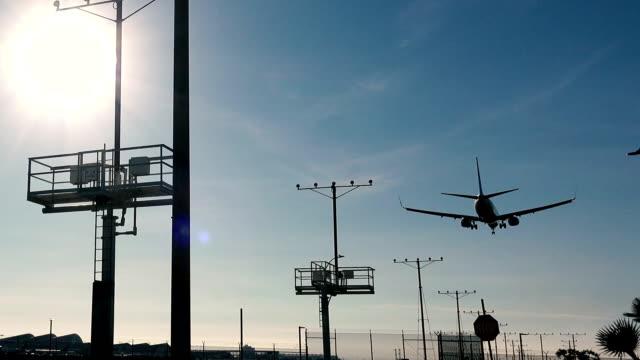 Airplane landing at LAX video