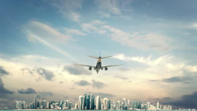 vidéos et rushes de atterrissage avion doha au qatar - doha