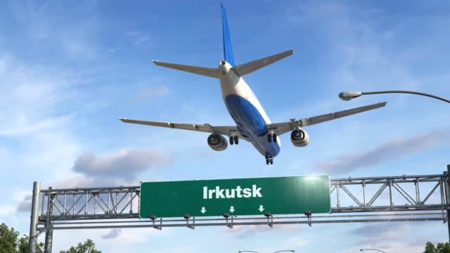 vídeos de stock e filmes b-roll de airplane landing irkutsk - irkutsk