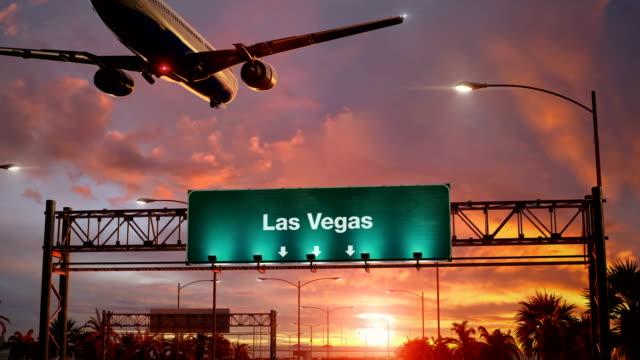 airplane landing las vegas during a wonderful sunrise - las vegas video stock e b–roll