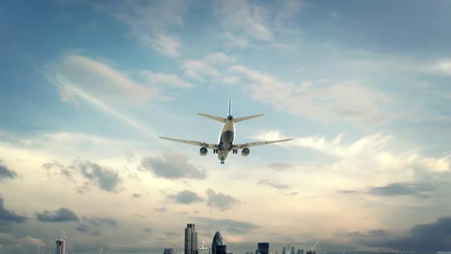 飛行機着陸ロンドン イングランド - 飛行機点の映像素材/bロール