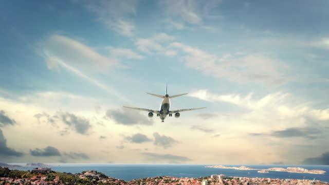 stockvideo's en b-roll-footage met vliegtuig landing marseille frankrijk - marseille