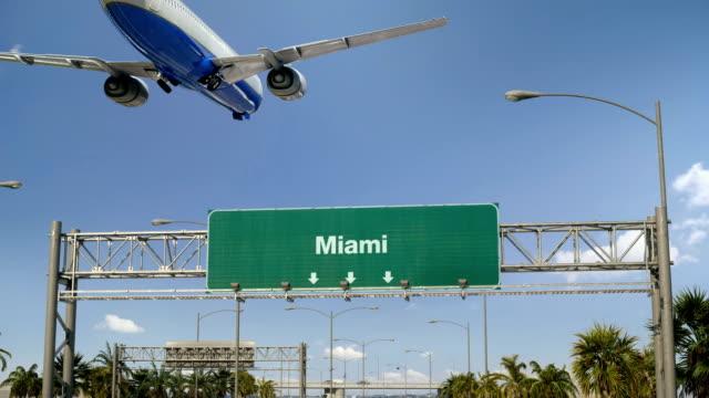 flugzeug landung miami - schild stock-videos und b-roll-filmmaterial