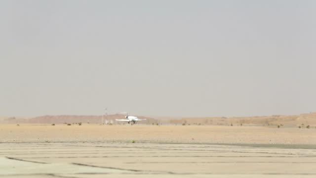 Airplane landing on Namibian runway video