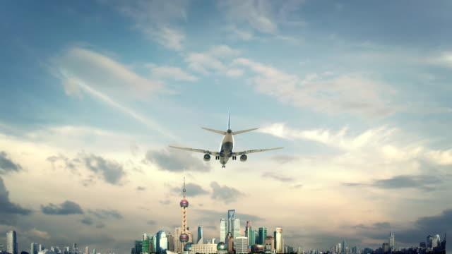 airplane landing shanghai china - szanghaj filmów i materiałów b-roll