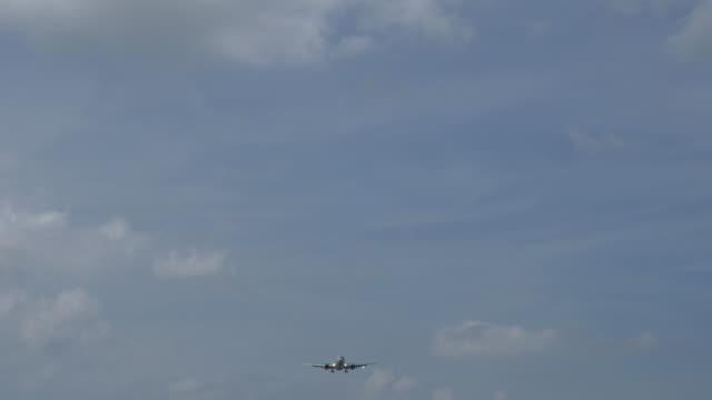 Airplane Landing.(4K) Airplane Landing. homecoming stock videos & royalty-free footage