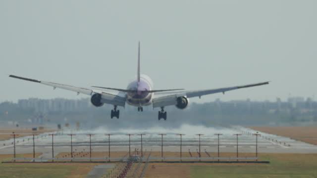 stockvideo's en b-roll-footage met vliegtuig landing - schiphol