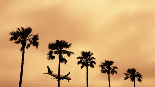vidéos et rushes de avion atterrissant - californie du sud