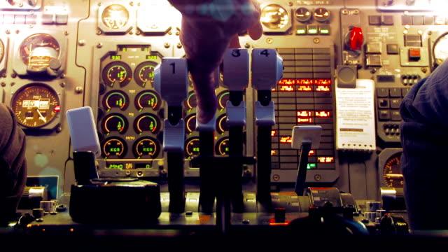 vídeos de stock e filmes b-roll de avião de navegação - continuidade