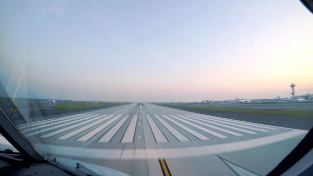 airplane take off jfk new york (pov) - pilota video stock e b–roll