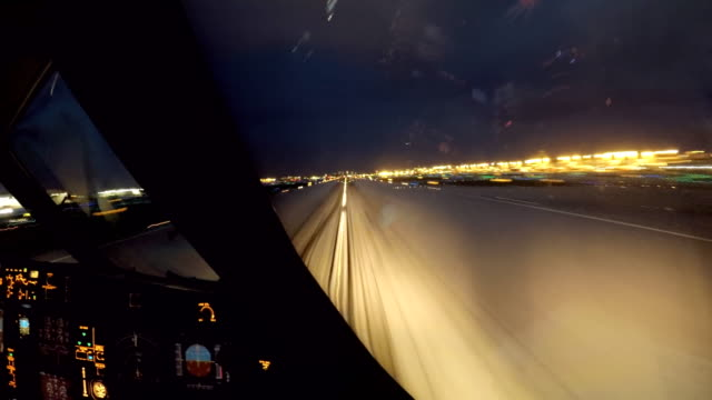 airplane take off miami dusk (aircraft pov shot) - pilota video stock e b–roll
