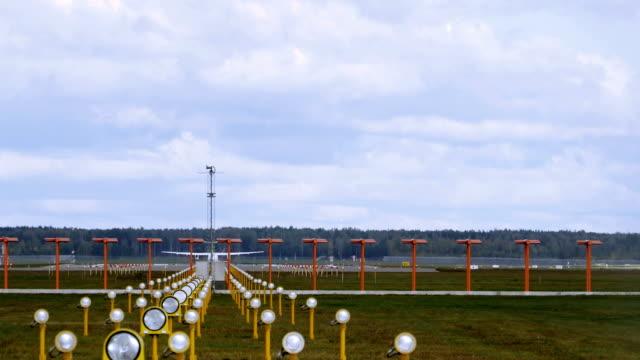 stockvideo's en b-roll-footage met vliegtuig opstijgen start-en landingsbaan luchthaven - schiphol