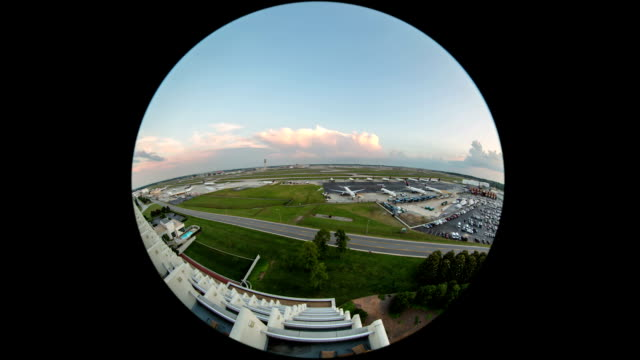 stockvideo's en b-roll-footage met airplane time lapse airport fisheye circle - airport pickup