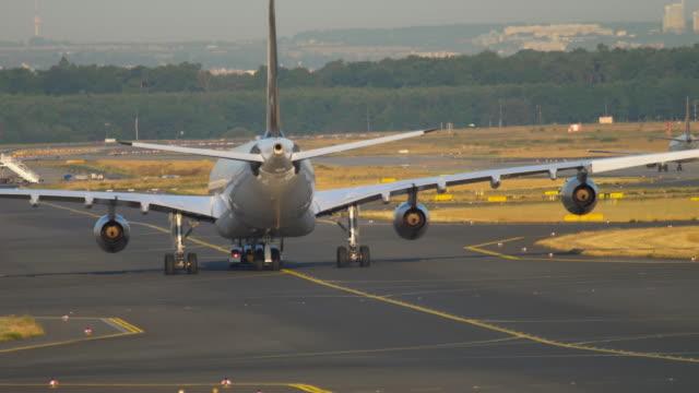 サービスに航空機の牽引 ビデオ