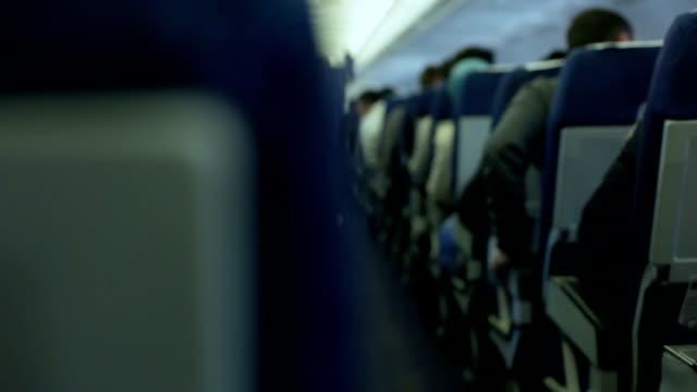 vídeos y material grabado en eventos de stock de avión de viajes - posición descriptiva