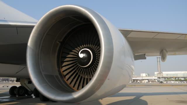 vídeos y material grabado en eventos de stock de avión de motor turbo - turbina